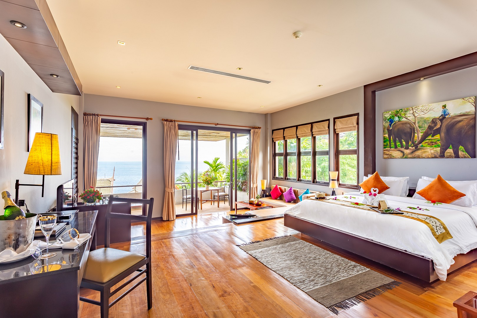 Grand Thai Natural Ocean View with Spa Bath